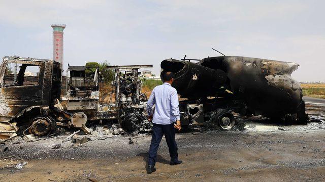 L'aéroport de Tripoli a été la cible de tirs de roquettes, dont l'une a directement touché un avion sur le tarmac. [MAHMUD TURKIA - AFP]