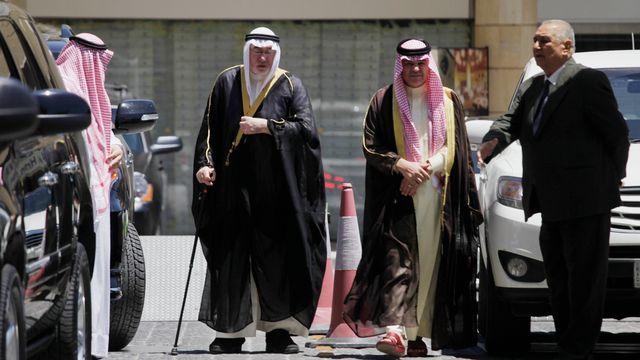 Arrivée des chefs sunnites irakiens à la réunion. [Mohammad Hannon - Keystone]