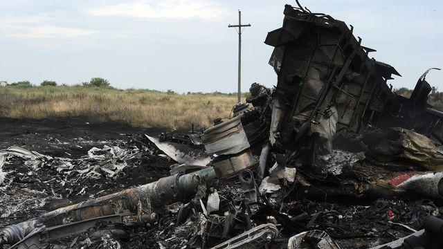 Certains débris de l'appareil ont été en grande partie détruits par le feu... [AFP]