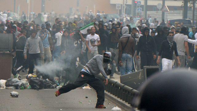 Des manifestations ont dégénéré en plusieurs endroits en France, comme ici à Sarcelles. [AFP]