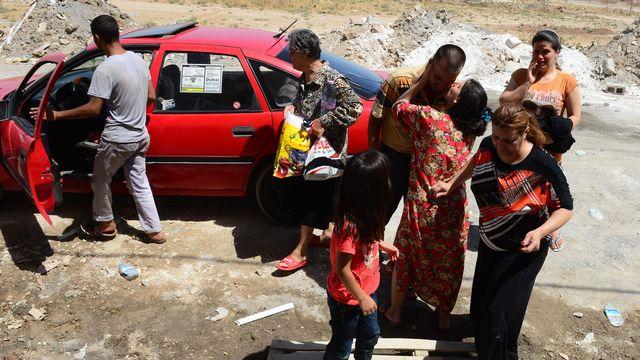 Cette famille chrétienne a fui Mossoul pour se réfugier à Erbil ce week-end. [AFP]