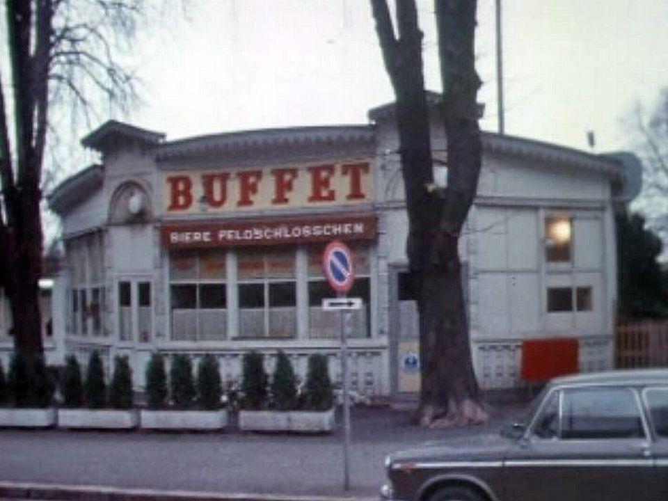 Ambiance au buffet de la gare des Eaux-Vives à Genève.