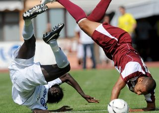 Des tests cognitifs auprès des joueurs qui viennent d'être victimes de chocs à la tête: c'est une première pour la planète football. [Samuel Golay - Keystone]