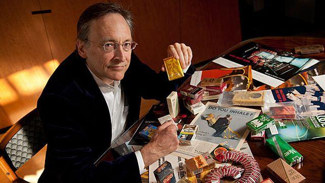 """Robert Proctor, historien à l'université californienne de Standford (Californie). Il épluche depuis des années les archives des cigarettiers, tombées dans le domaine public: """"lorsque la e-cigarette se sera imposée, il se peut que des cigarettiers se mettent à militer pour l'interdiction de la cigarette!. [stanford.edu]"""