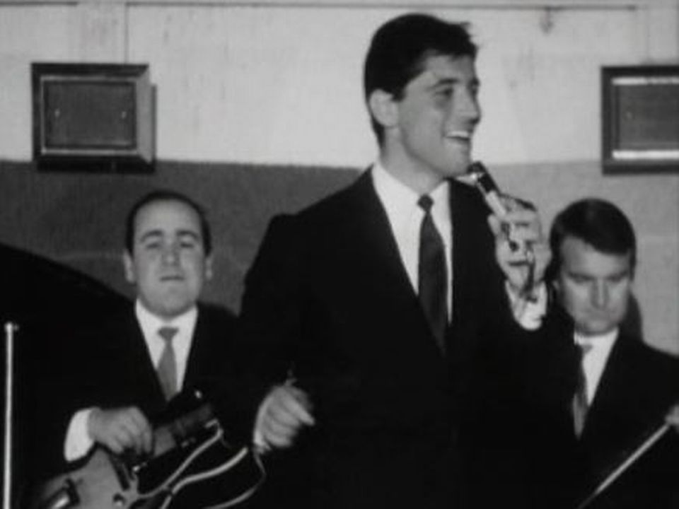 Sacha Distel chante en Suisse en 1964. [RTS]