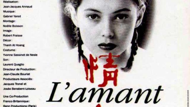 """L'affiche du film """"L'Amant"""" (1992) de Jean-Jacques Annaud, adapté du livre de Marguerite Duras, primé par le Goncourt."""
