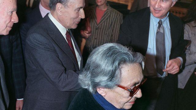 François Mitterrand et Marguerite Duras lors de la campagne pour la présidentielle française le 18 avril 1988. [Patrick Hertzog - AFP]