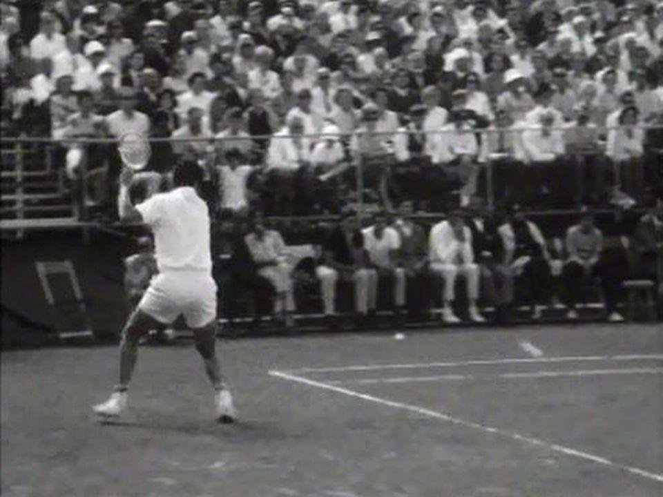 Obligation d'une tenue blanche sur le court de tennis. [RTS]