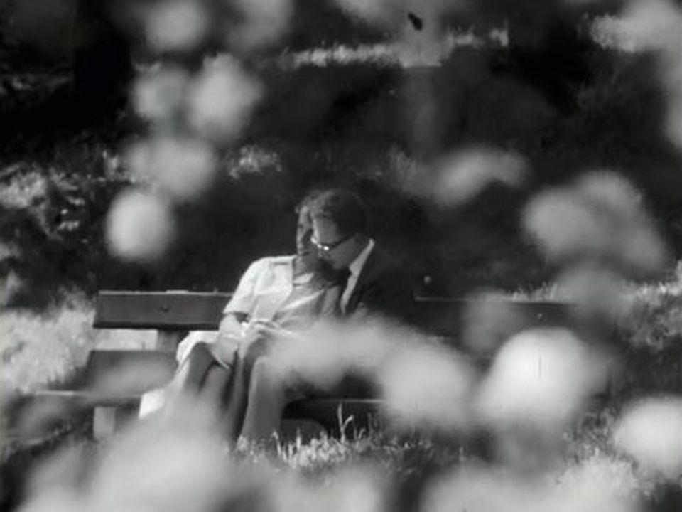 L'été, c'est aussi le temps des premiers flirts et de l'amour... [RTS]
