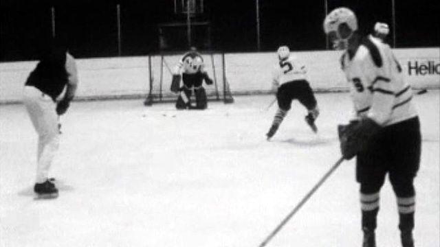 Tour d'horizon de la relève dans les clubs de hockey romands. [RTS]