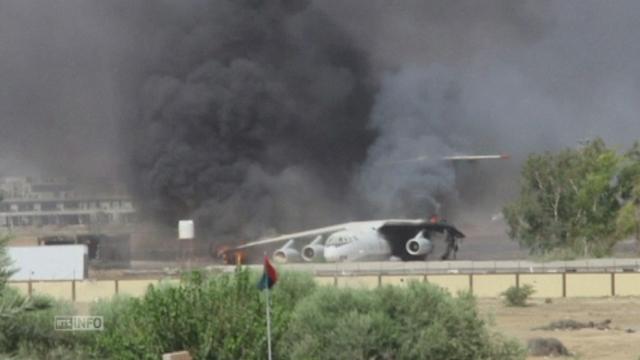 Combats pour le contrôle de l'aéroport de Tripoli [RTS]