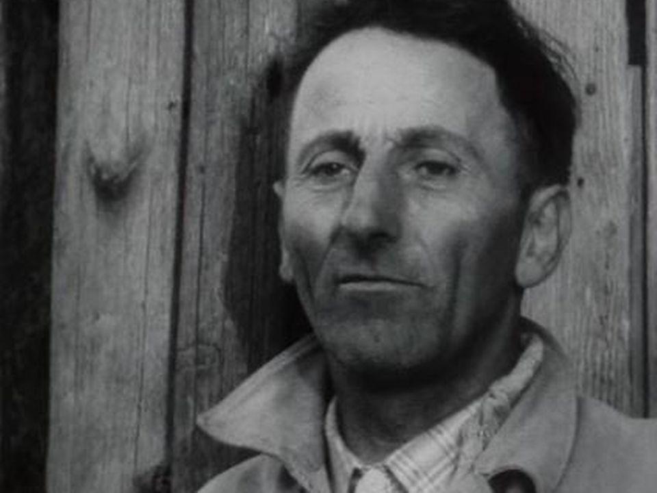 Réactions à la mort d'Edith Piaf dans un village vaudois. [RTS]