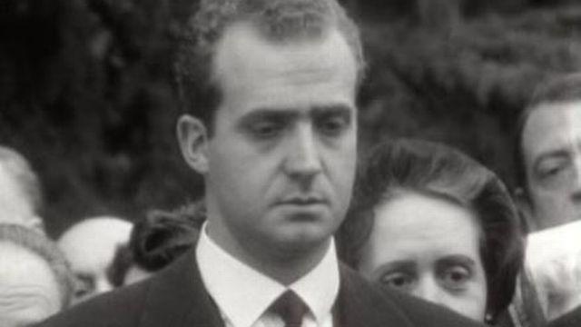 Le prince Juan Carlos aux obsèques de sa grand-mère la reine Eugénie, 1969. [RTS]