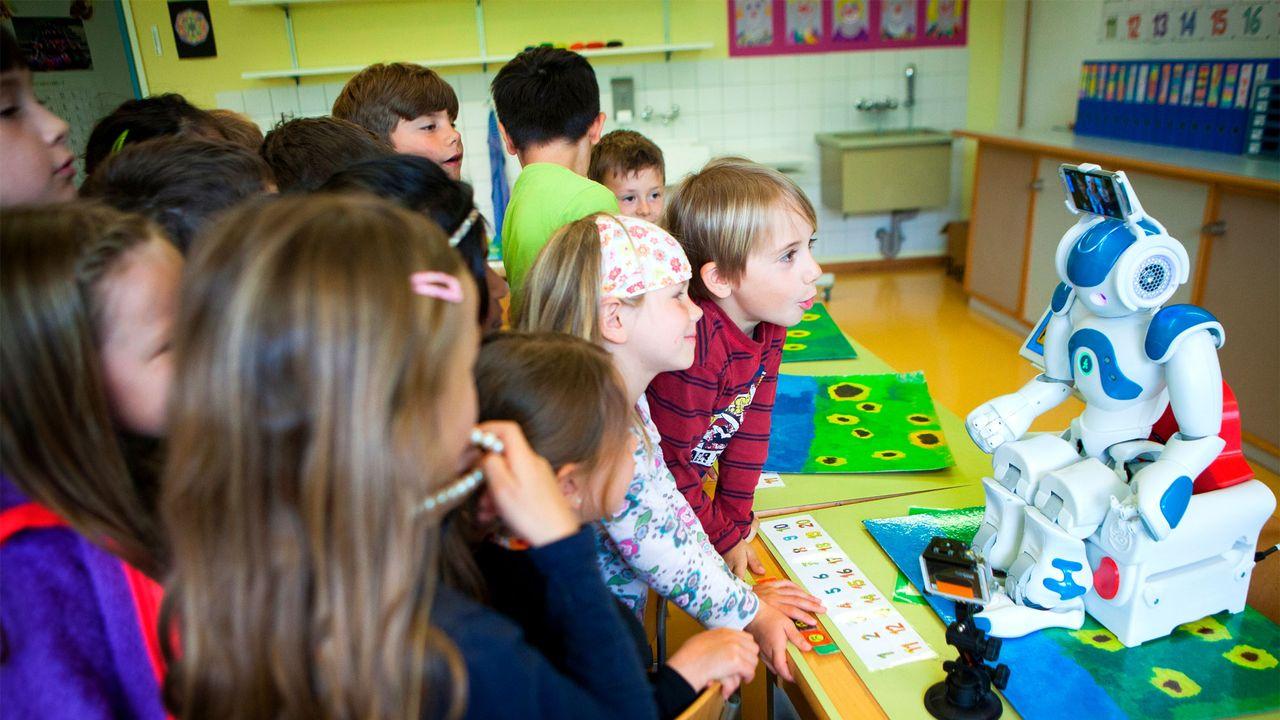 """Le robot """"prête"""" ses yeux et ses oreilles à l'élève éloigné de la classe. [avatarkids.ch]"""