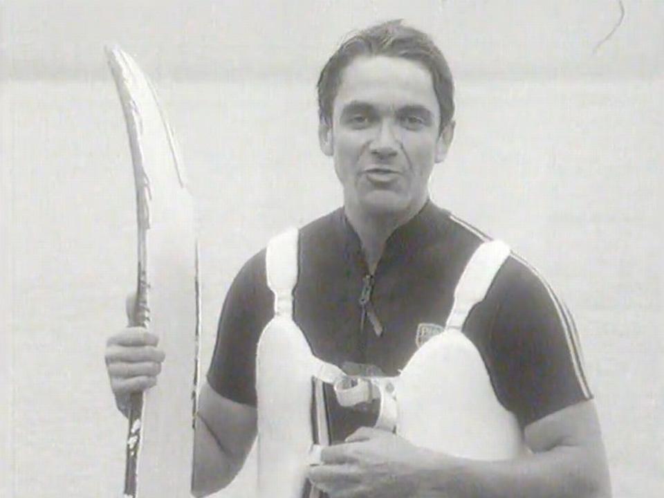 En 1969, Claude Nobs débarque en ski nautique pour présenter son festival. [RTS]