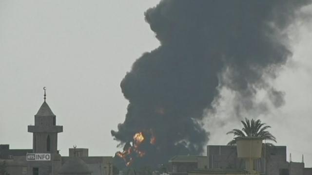 Réservoirs de carburant en feu à Tripoli [RTS]