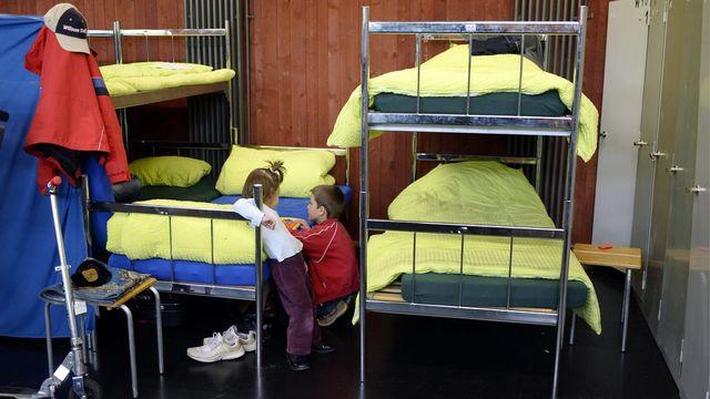 Un dortoir dans le centre pour requérants d'asile à Bremgarten (AG). [Walter Bieri - Keystone]