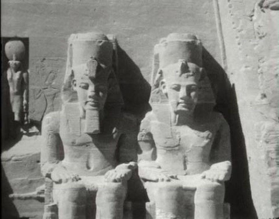 Le monument est découpé pour le protéger des eaux d'Assouan. [RTS]