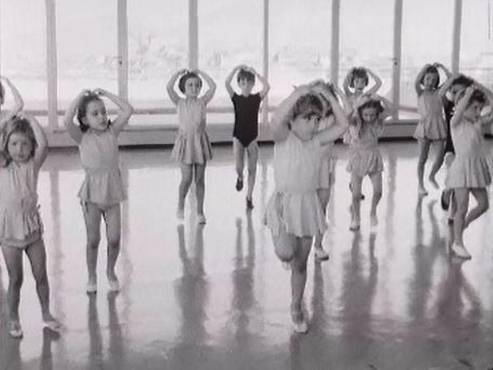 Quelques pas de danse dans une petite école genevoise. [RTS]