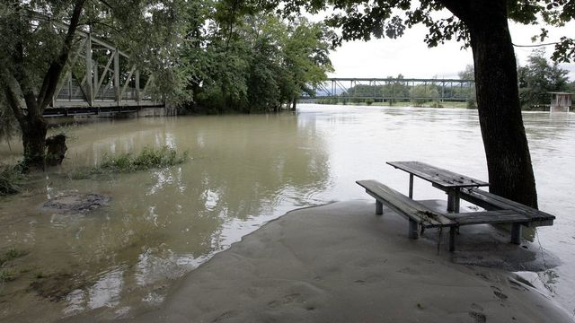 Le risque de débordement du lac de Bienne est important, comme ici en 2007. [Peter Klaunzer - Keystone]