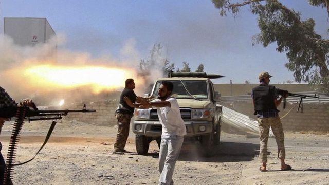De violents combats entre milices rivales font rage depuis deux semaines en Libye, notamment près de l'aéroport de Tripoli. [AP/Keystone]