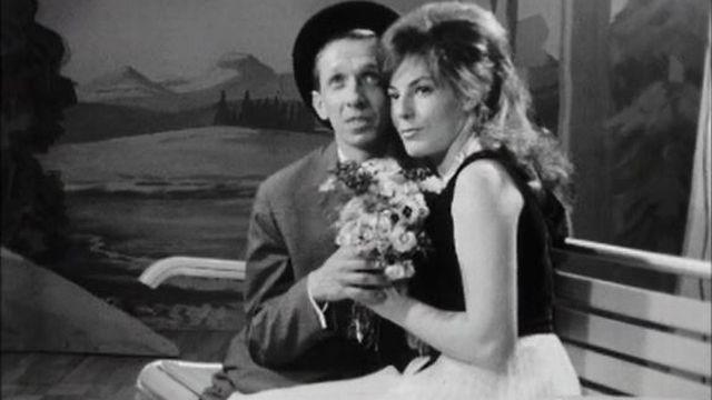 Un concours original: le plus beau couple sur les bancs publics. [RTS]