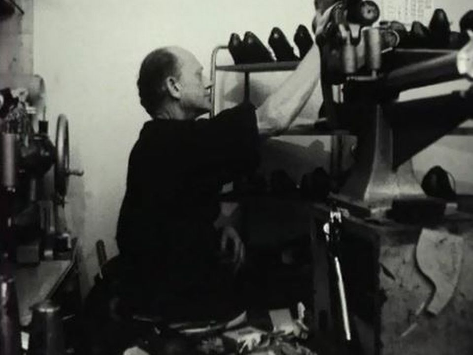 Il est plus économique - déjà en 1963 - de changer de souliers. [RTS]