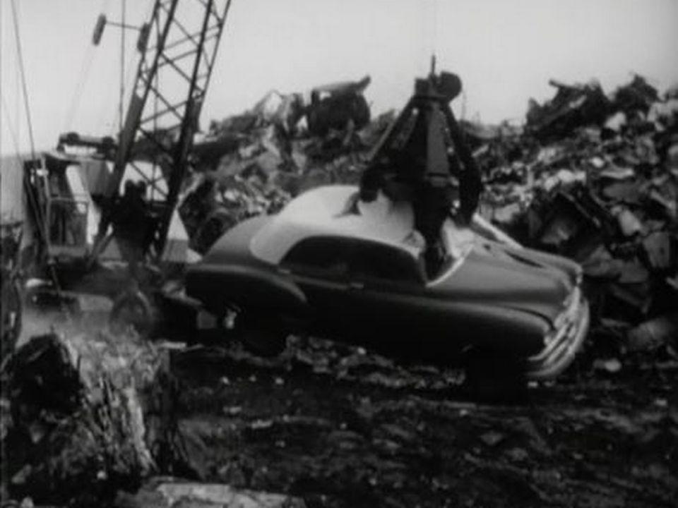 Que faire des vieilles voitures qui finissent à la décharge? [RTS]