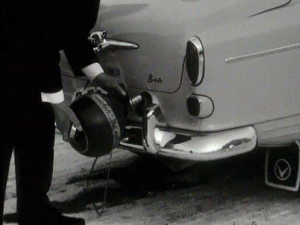 De l'essence bon marché mais en bidon de 10 litres. [RTS]