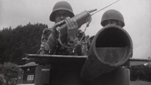La brigade de montagne 10 est en manoeuvre en Valais. [RTS]