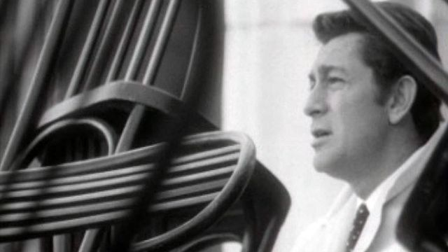 De passage à Genève, Jean-Claude Pascal interprète ses chansons. [RTS]