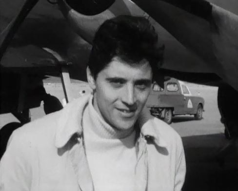 Sacha Distel à sa descente d'avion à Cointrin.