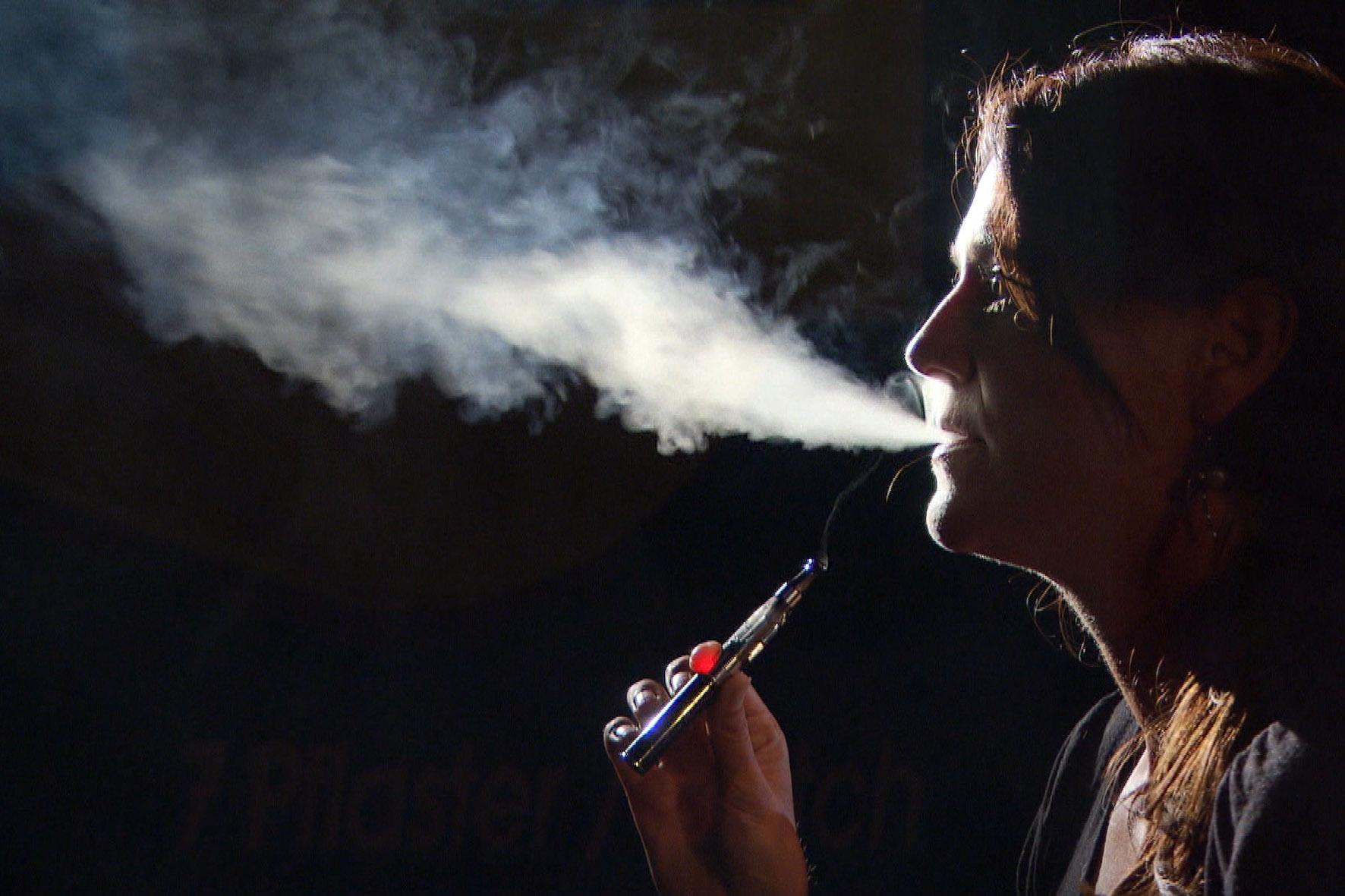 la cigarette lectronique avec nicotine devrait tre vendue en suisse selon une tude. Black Bedroom Furniture Sets. Home Design Ideas