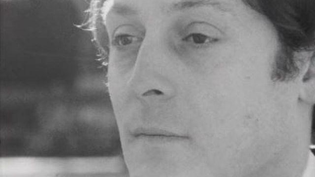 Auteur, compositeur, Frédéric Botton chante: l'amour à crédit. [RTS]