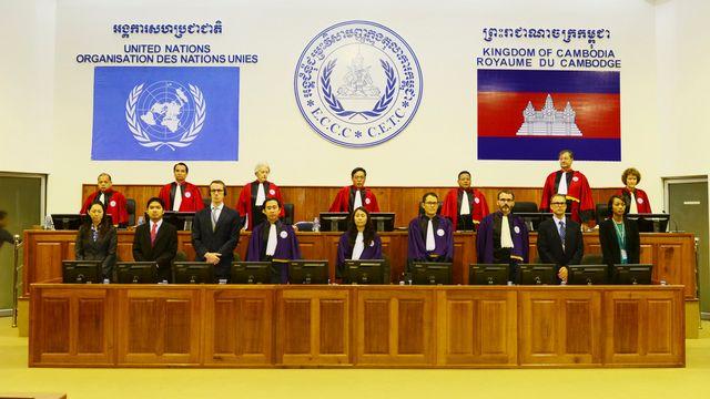 Le tribunal de Phnom Penh parrainé par l'ONU a condamné jeudi les deux plus hauts dirigeants khmers rouges encore vivants à la prison à vie pour crimes contre l'humanité. [AP Photo, Nhet Sok Heng) - Keystone]