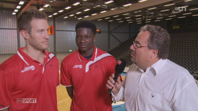 Basketball - Qualifications Euro 2015: l'interview de Clint Cappela et Oliver Vogt, Joueurs de l'équipe suisse [RTS]