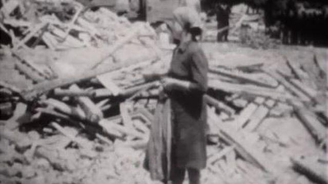 Un tremblement de terre détruit la ville de Skopje. [RTS]