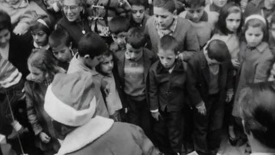 Une chaîne de solidarité pour Noël jusqu'à Athènes et Naples. [RTS]