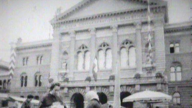 Visite guidée de ce lieu de pouvoir qu'est le Palais fédéral. [RTS]