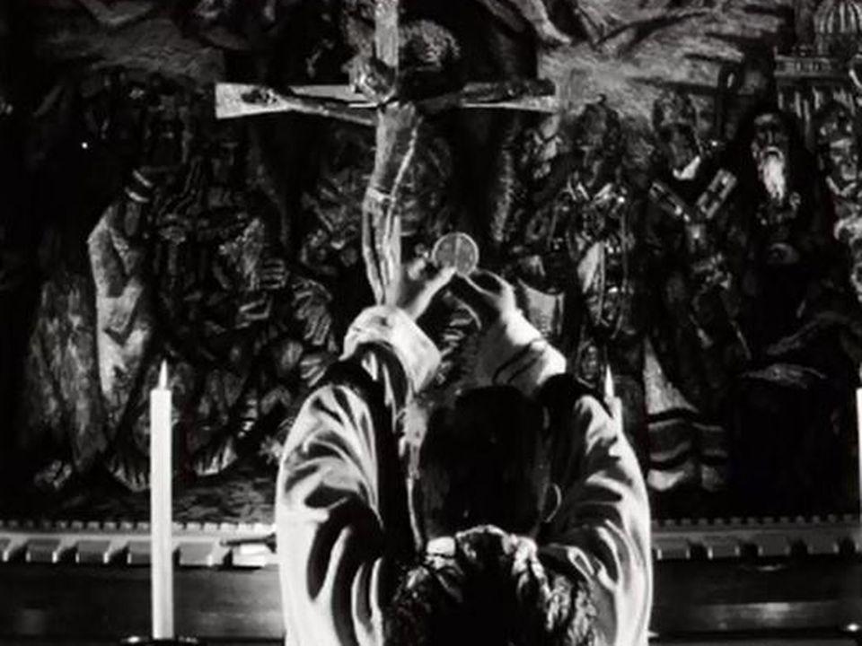 La messe en latin avant la modernisation de Vatican II. [RTS]