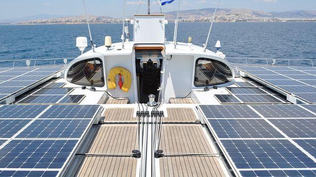 """Planet Solar rejoint Athènes dans le cadre de l'expédition """"Terra Submersa"""". [PlanetSolar]"""
