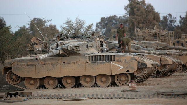 Des forces israéliennes en bordure de la bande de Gaza [EPA/Abir Sultan - Keystone]