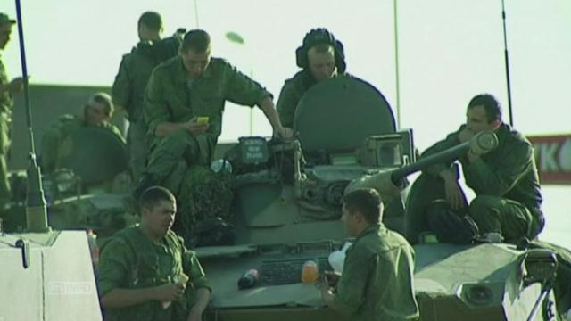 Des chars russes pres de la frontiere ukrainienne [RTS]