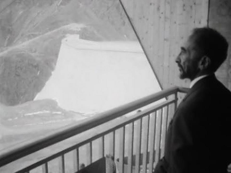 L'empereur Hailé Sélassié en visite à la Grande Dixence, 1964. [RTS]