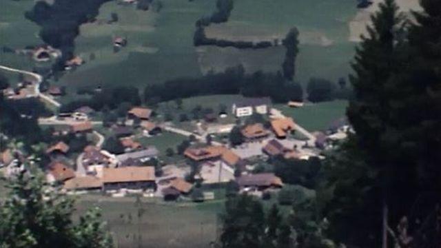 La localité de La Roche est un village agricole entre Bulle et Fribourg. [RTS]