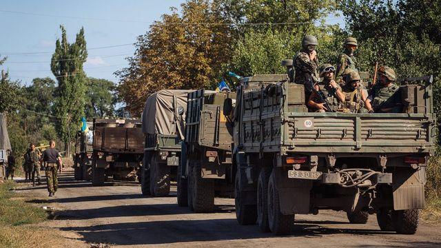 Les forces ukrainiennes près de Lougansk, dans l'est de l'Ukraine. [EPA/ROMAN PILIPEY]