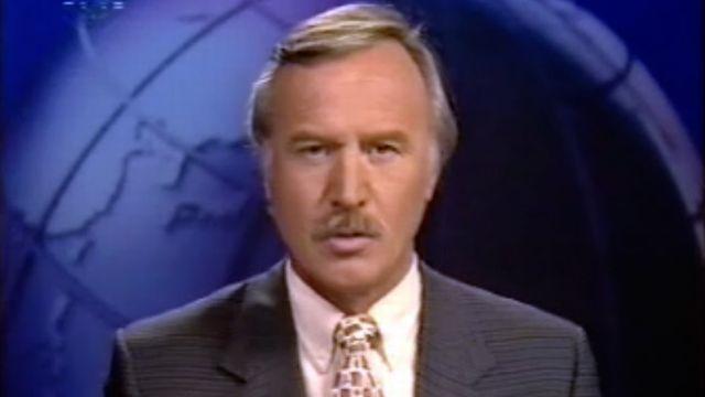 Tout le sérieux du présentateur Roland Bhend pour le journal du soir.