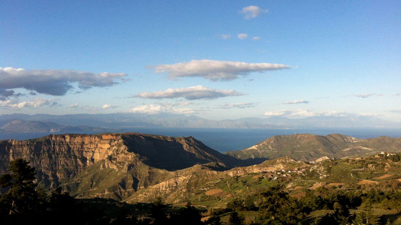 2014. La Grece d'ile en ile les Cyclades [RTS]