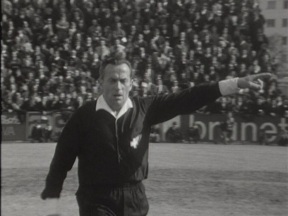 Marcel Schneuwly, arbitre amateur. [RTS]