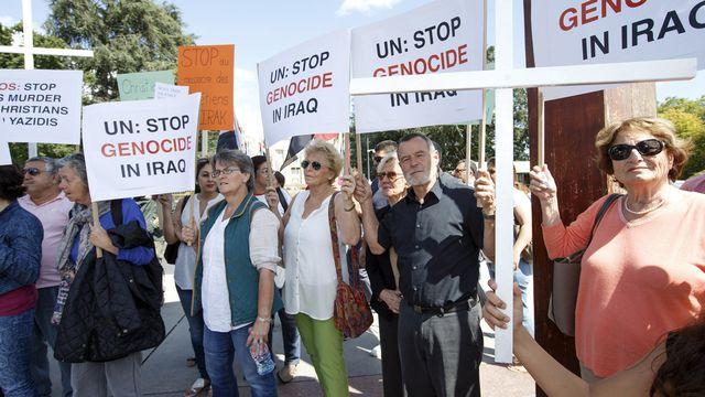 Des protestataires lors d'une manifestation de soutien aux minorités chrétiennes et yazidis en Irak, le 19 août à Genève. [Salvatore Di Nolfi - Keystone]